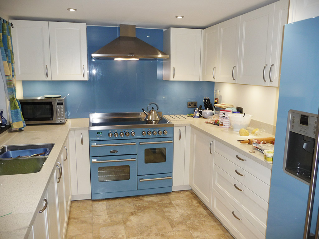 Schuller Finca Painted Wood Kitchen Case Study - Kookaburra Kitchens ...